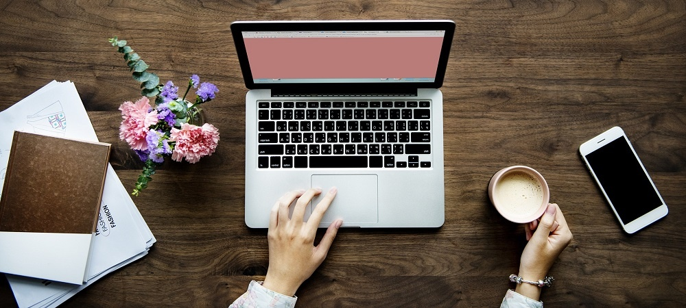 laptop en koffie